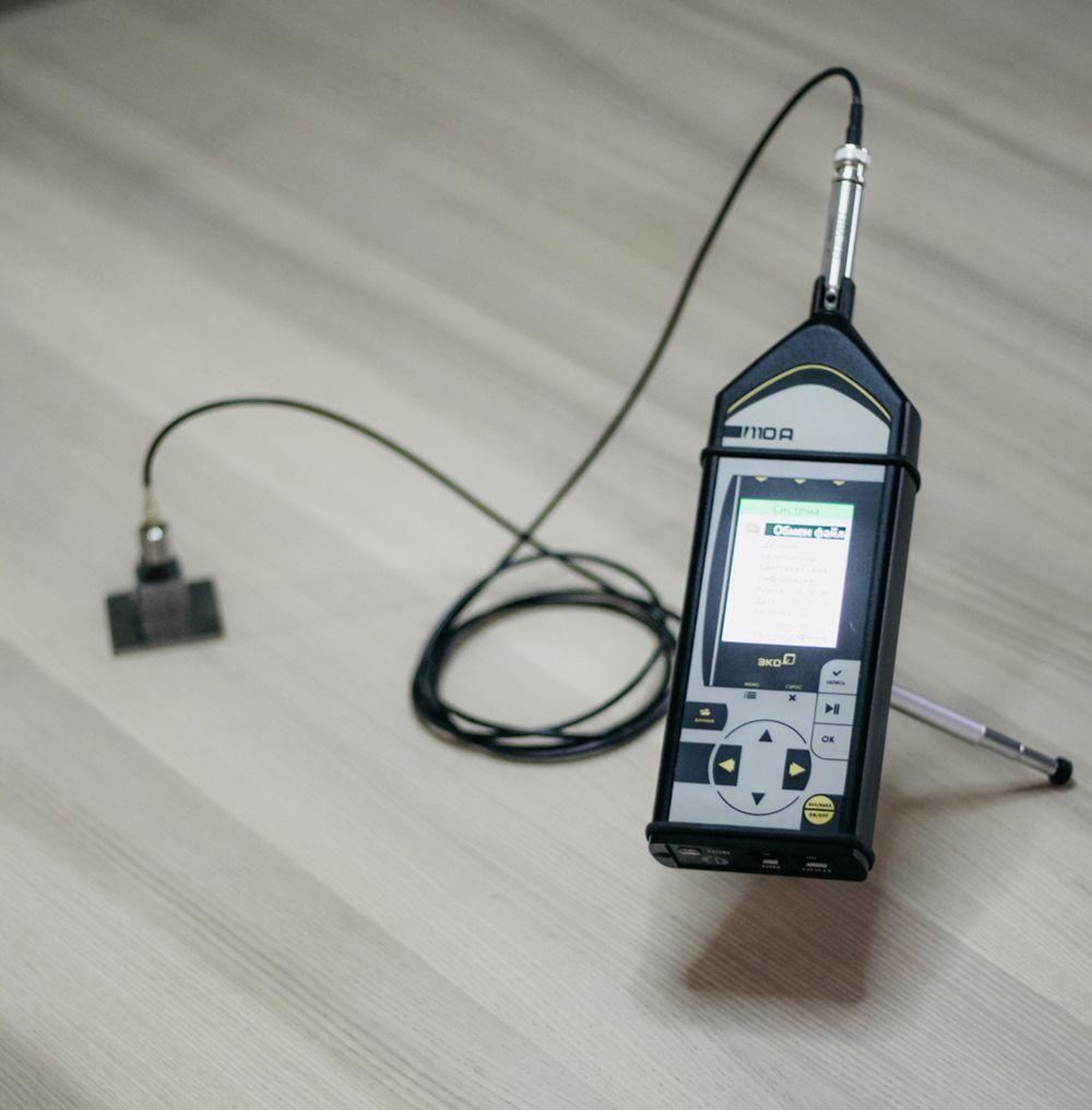 Проведення окремих аналізів (води, повітря, грунтів) і вимірювань фізичних факторів (радіації, електромагнітного поля, шуму, вібрації)                                                                             - Фото №11